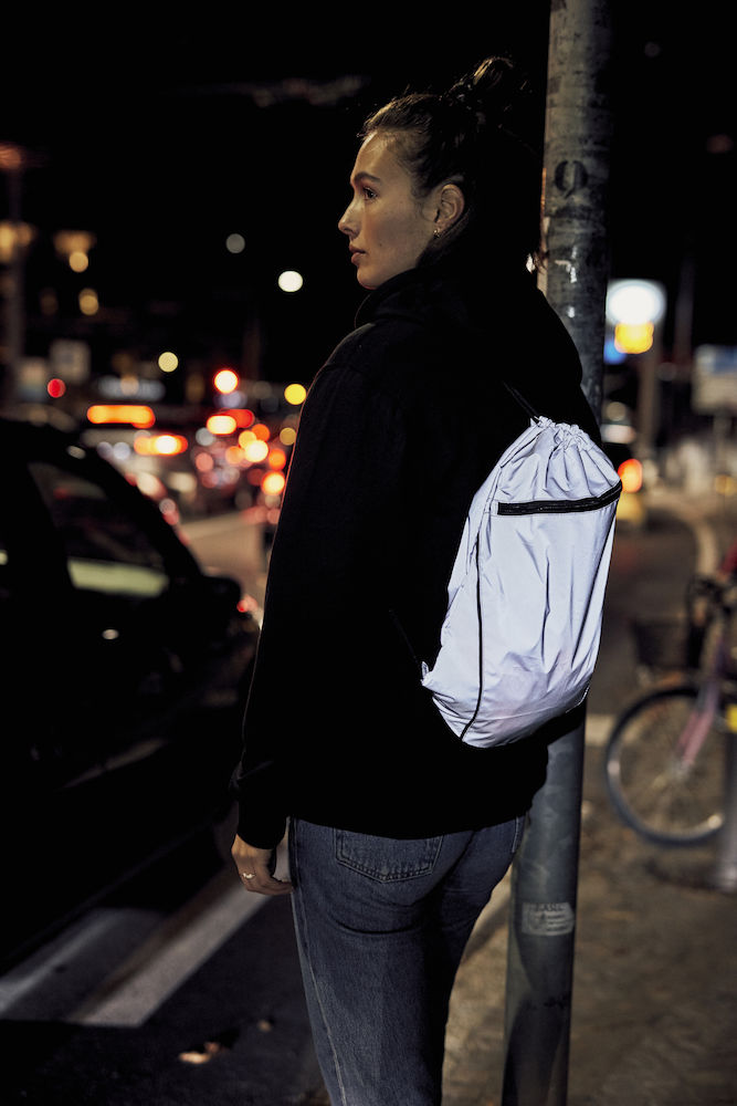 040165_949_SmartBackpackReflective_clique, new wave, 109 t-shirts, sac gym bag, réfléchissante, smartphone system