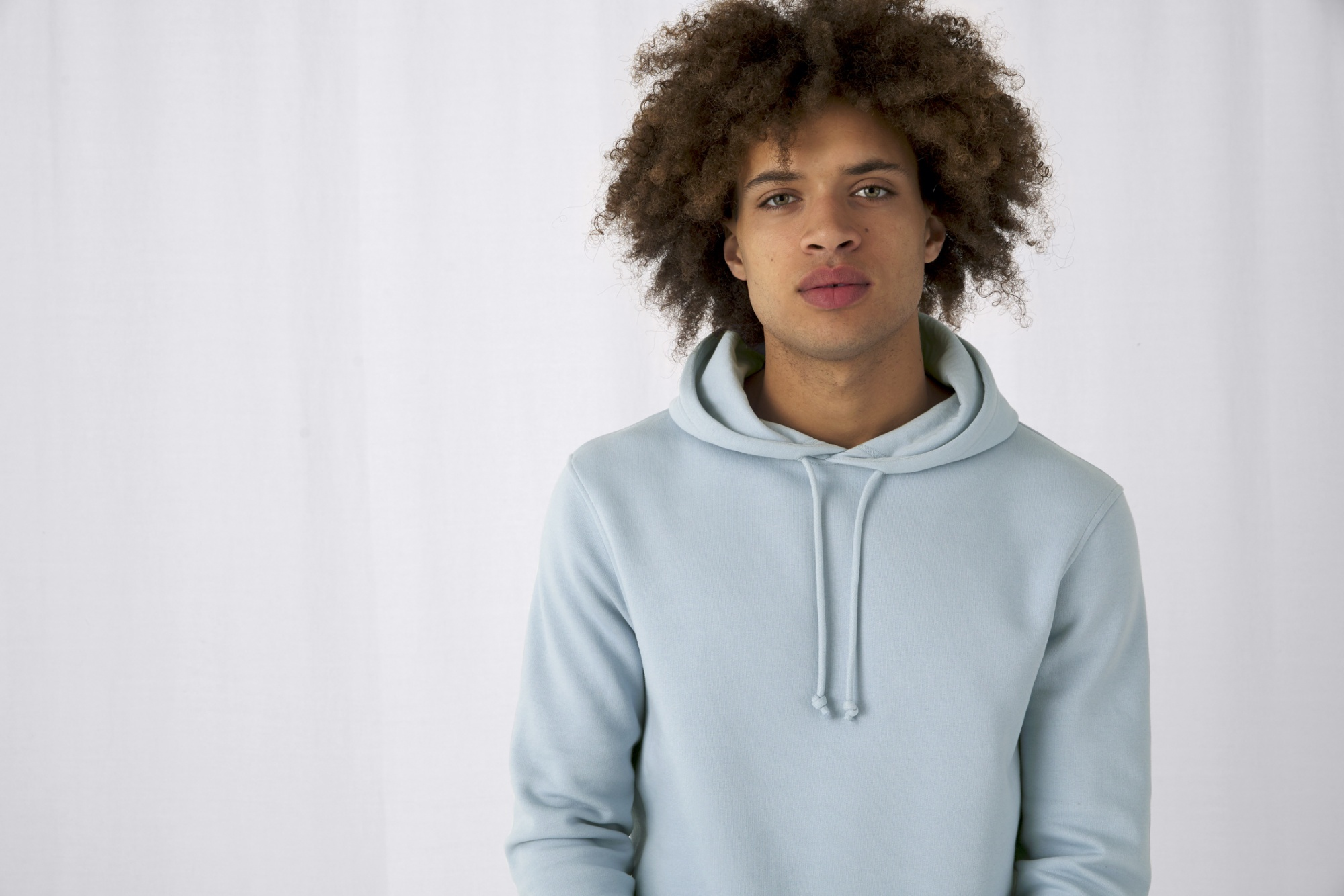 WU33B_B&C_Collection_Sweatshirt_Capuche_Kangourou_Poches_Laterales_Capuche double_Doux, Qualité, 109 t-shirts
