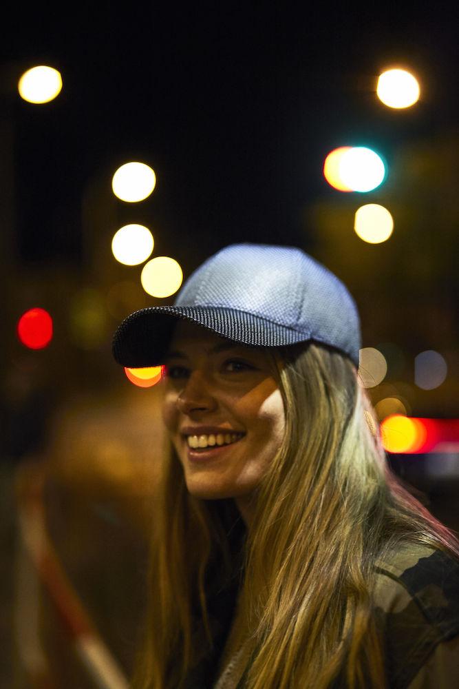 024068_Casquette Réflective - filet ajouré sur le dessus pour un design plus moderne ! - 6 panneaux - réglage velcro- reflective cap - clique - 109 t-shirts