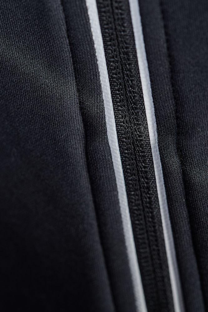 1904575_2975_Noble_Full_Zip_Hood_Femme, Veste à capuche full zip respirante et chaude • Jersey doux et légèrement brossé • Capuche ajustable et cordon de serrage élastique • Poches zippées et scellées • Œillet de ventilation en découpe laser sous les manches pour une meilleure ventilation, Craft, 109 t-shirts