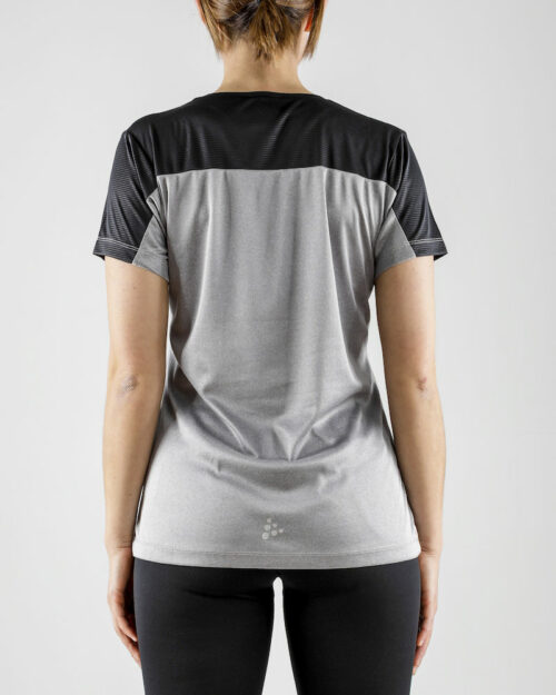1906267_336999_Radiate_SS_Tee_Femme, Tee-shirt de course contemporain conçu pour les personnes actives qui cherchent à se sentir bien. Le t-shirt est fait de matériaux fonctionnels, y compris un empicèement en tissu en relief. Un design moderne, une coupe parfaite et une bonne évacuation de l'humidité font de ce vêtement polyvalent le compagnon idéal de presque tous les types d'exercices. Ajustement régulier. Transport d'humidité - Séchage rapide - Stretch, Craft, 109 t-shirts