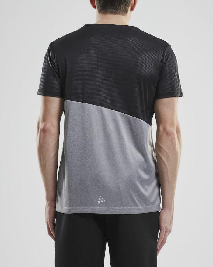 1906268_336999_RADIATE SS TEE_Tee-shirt de course contemporain conçu pour les personnes actives qui cherchent à se sentir bien. Le t-shirt est fait de matériaux fonctionnels, y compris un empicèement en tissu en relief. Un design moderne, une coupe parfaite et une bonne évacuation de l'humidité font de ce vêtement polyvalent le compagnon idéal de presque tous les types d'exercices. Ajustement régulier. Transport d'humidité - Séchage rapide - Stretch, Craft, Homme, 109 t-shirts