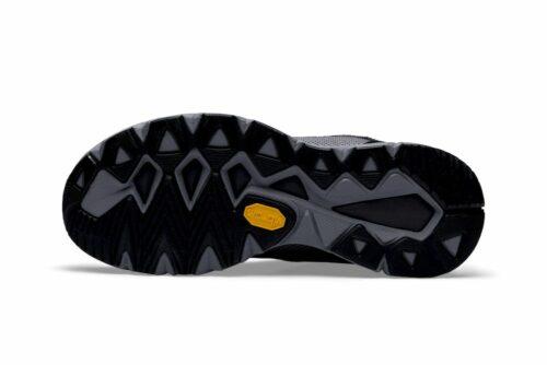 1906959_982902_V175_Fuseknit_Femme, La V175 Fuseknit est une chaussure de running légère. L'empeigne Fuseknit sans couture de la chaussure offre à la fois un confort lisse et une allure contemporaine, tandis que son rendement élevé en énergie vous permet de circuler sans effort à chaque foulée. Son design décontracté en fait Choix également pour un usage quotidien.Selon la technologie GATE (Grip, forme anatomique, torsion, retour d'énergie), la chaussure offre un ajustement, une traction et une réactivité inégalés. Fuseknit Fuseknit combine une technologie de tricotage sans couture et des coutures stratégiques pour créer une construction douce et souple. Moins de coutures et une expérience douce, sans frottement et très confortable. Excellente adhérence La semelle extérieure en caoutchouc Vibram Megagrip offre une adhérence supérieure sur les surfaces sèches et humides, permettant aux coureurs de conserver une démarche puissante et stable, même dans des conditions glissantes. De plus, le composé de caoutchouc haute performance garantit que toute la puissance de la foulée du coureur se transforme en un mouvement en avant. Le résultat est un fonctionnement plus rapide, plus sûr et plus efficace. Forme anatomique La chaussure est construite sur un dernier design qui épouse parfaitement les contours naturels du pied. De plus, la forme anatomique des orteils et la flexibilité dans les zones appropriées permettent aux muscles du pied de travailler et de fonctionner comme prévu. Torsion La chaussure offre une stabilité neutre pour offrir le niveau de contrôle de mouvement approprié aux coureurs avec une pronation normale ou un mouvement de pied neutre. Une tige légère associée à des zones en V-flex dans la semelle extérieure augmente la stabilité et offre une flexibilité naturelle. Retour d'énergie La mousse d'énergie en V en polyuréthane thermoplastique d'ingénierie (ETPU) située dans la région de l'avant-pied de la semelle intercalaire offre un retour d'énergie de haut c