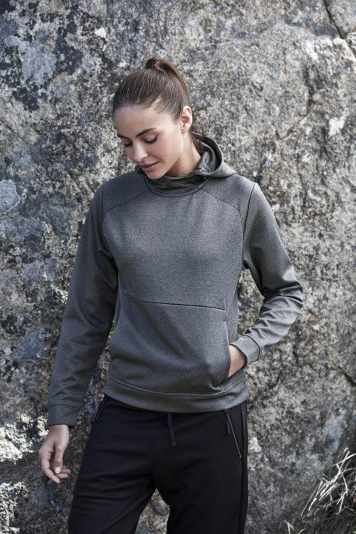 5601_Performance Hoodie, Femme, non brossé -capuche réglable -poche avant kangourou -manchettes et ourlet du même tissu -coupe ample, Tee Jays, 109 T-shirts